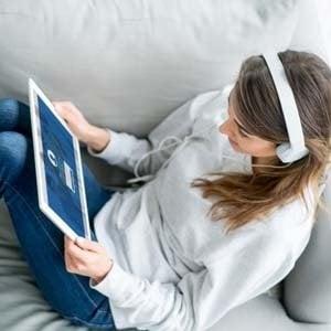 """Streaming, giochi e social: la Ue vara una """"lenzuolata"""" di diritti per i consumatori"""