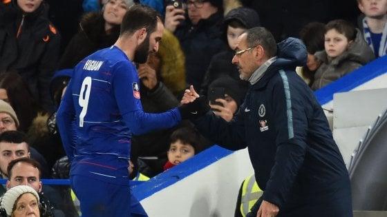 """Chelsea, Sarri avverte Higuain: """"Ha un mese per ambientarsi"""""""