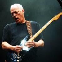 Gilmour vende le sue chitarre per beneficenza: