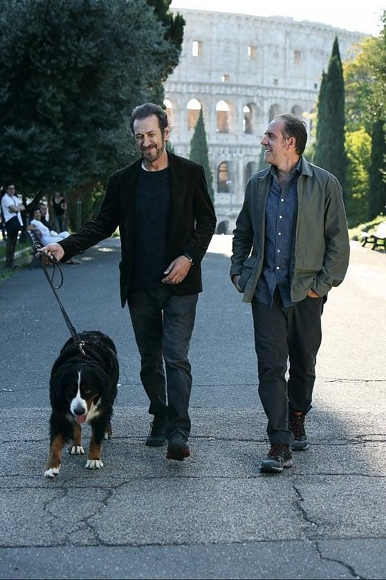 'Domani è un altro giorno': l'inno all'amicizia di Giallini e Mastandrea (per tacer del cane)