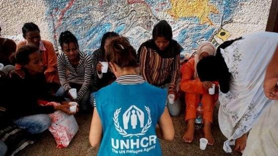 """L'allarme dell'Unhcr: """"Otto migranti su dieci riportati indietro nei lager libici"""""""