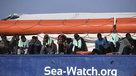La Sea Watch va a Catania: guasto alla nave, lo sbarco in mattinata