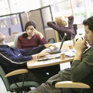 Lavoro, il paradosso italiano: ce n'è di meno e si fatica di più