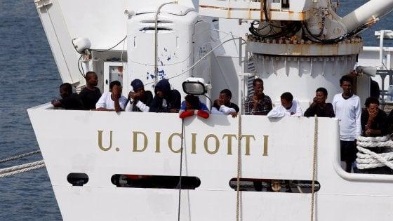 """Diciotti, Giarrusso annuncia la linea 5S su Salvini: """"Leggeremo le carte e decideremo"""". Ma il Movimento si spacca"""