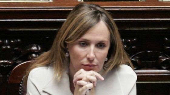 """Migranti, Prestigiacomo in aula contesta Salvini: """"Rimuova i commenti sessisti contro di me"""". Scontro tra il ministro e il Pd"""