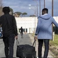 Castelnuovo, migrante allontanato dal Cara fermato per il furto di una radio