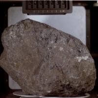Lo strano caso dell'antica roccia terrestre venuta dalla Luna