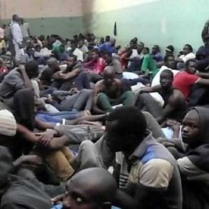 """Migranti e rifugiati: accordo Italia-Libia, """"scacco matto"""" in quattro mosse ai diritti umani"""