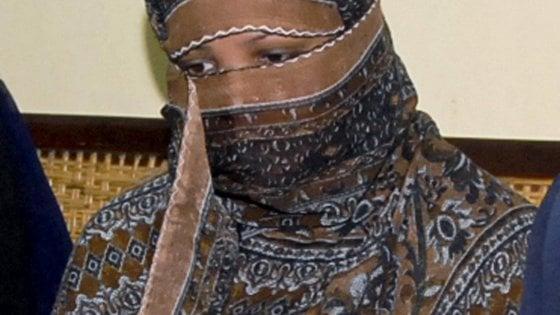 """Asia Bibi, la famiglia smentisce l'arrivo in Canada: """"Ancora in Pakistan"""""""