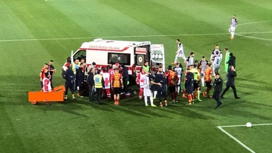 Lecce-Ascoli: Scavone perde i sensi, partita rinviata