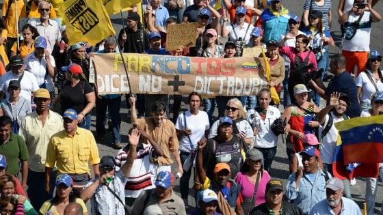 """Venezuela, il generale che si schiera con Guaidó: """"Il dittatore ha due aerei pronti a portarlo via"""""""