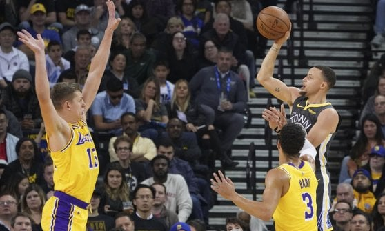 Basket, Nba: Belinelli e Spurs ok, Lakers a nervi tesi