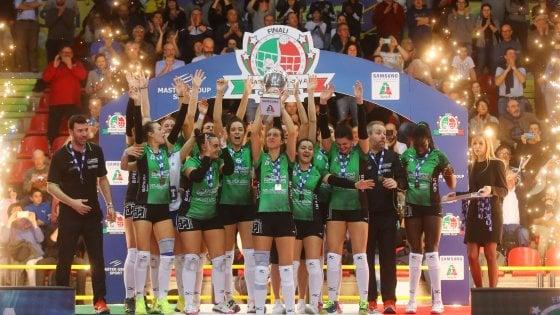 Volley donne, coppa Italia A2: Sassuolo fa l'impresa, Mondovì battuta in finale 3-2