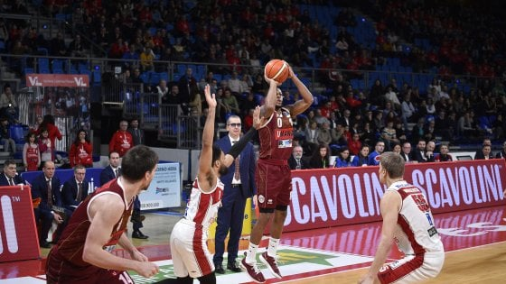 Basket, serie A: Venezia passa a Pesaro, Bologna domina Avellino