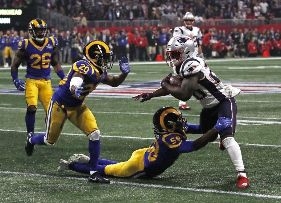 Patriots-Rams, le immagini del Super Bowl