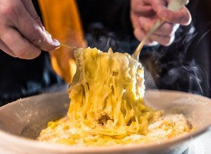 Roma, la Fettuccina Alfredo (quella vera) fa festa e fa beneficenza
