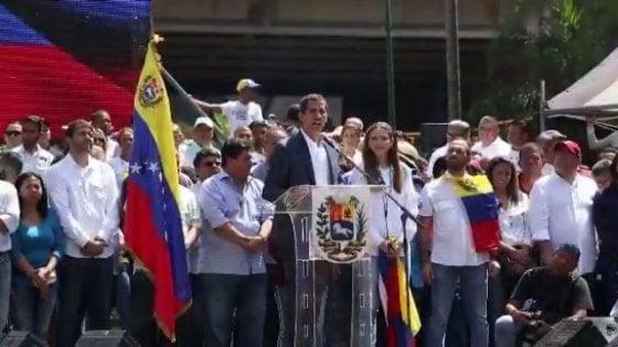 """Caos Venezuela, i big europei (Italia esclusa) riconoscono Guaidó. Mosca: """"È un'ingerenza"""""""