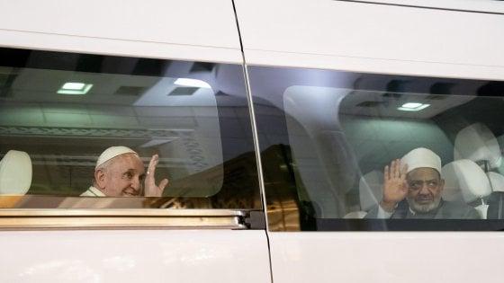 """Il Papa ad Abu Dhabi: """"Senza libertà religiosa non si è fratelli ma schiavi"""""""