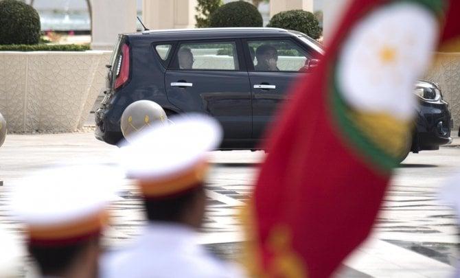 Niente limousine: Papa Francesco ad Abu Dhabi usa una Kia Soul
