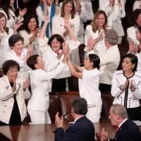 Usa, parlamentari dem vestite di bianco allo stato dell'Unione a sostegno dei diritti delle donne