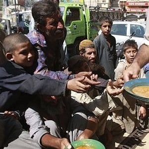 Pakistan, assicurazione sanitaria gratuita per 80 milioni di poveri