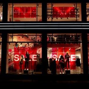 Commercio, discount ed e-commerce si mangiano i piccoli negozi
