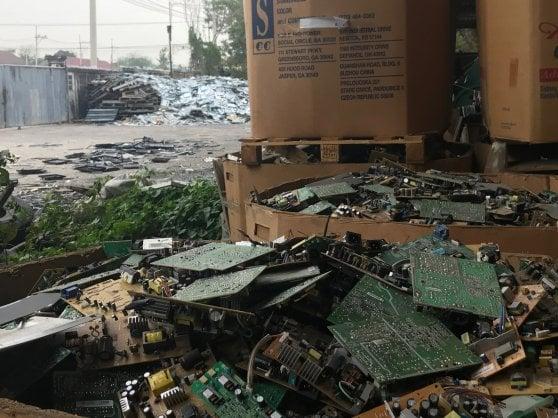 Quei nostri rifiuti elettronici che riempiono le pattumiere del mondo