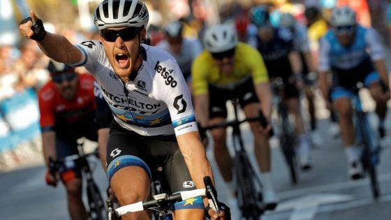 Ciclismo, Vuelta Valenciana: Trentin vince in volata la seconda tappa