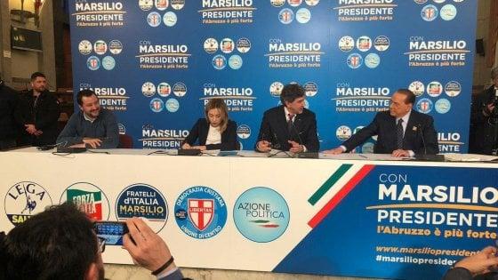 """Salvini a Pescara con Berlusconi e Meloni. Leader di Fi: """"Il futuro è il centrodestra"""". Ma il ministro: """"Governo non rischia"""""""