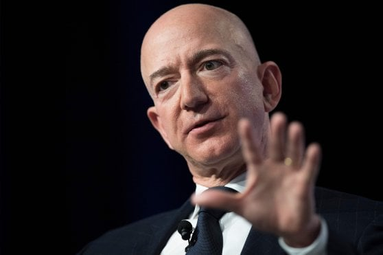 Jeff Bezos denuncia un ricatto di un tabloid vicino a Trump