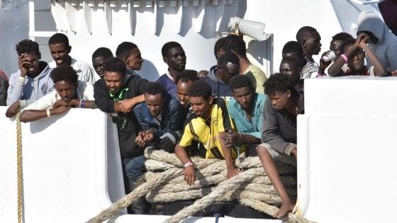 """Sea Watch, il Viminale: """"La Francia non prende più i migranti"""". Ma Parigi smentisce"""