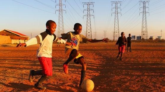 Pallone nero: i sogni infranti dei giovani talenti africani
