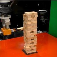 Per vincere a Jenga serve il tatto:  lo hanno imparato anche i robot