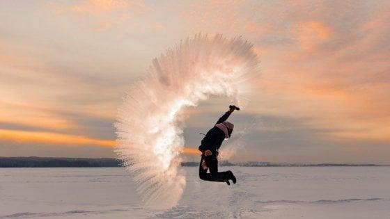 """""""Dubak challenge"""", la nuova sfida al gelo: le foto spettacolari che hanno conquistato i social"""