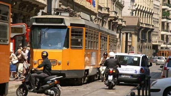 Codice della strada, si cambia: bici contromano, niente fumo in auto e anche i monopattini nel regolamento
