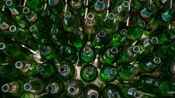 Riciclaggio del vetro in Europa, il Belgio fa meglio di tutti: è arrivato al 100%