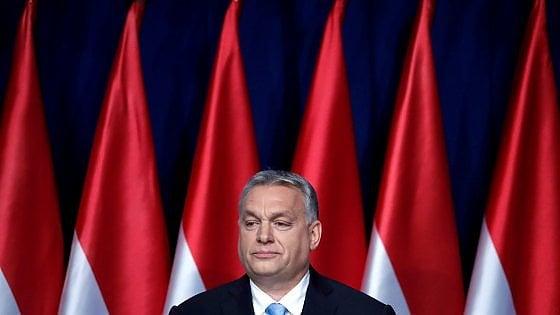 """La ricetta di Orbán in Ungheria: """"Più figli, più cristiani, meno immigrati"""""""