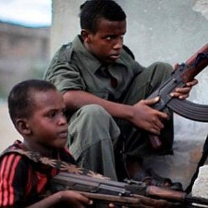 """Bambini soldato, la reintegrazione possibile: nel 2018 assistiti 106 ex """"piccoli guerrieri"""" forzati"""