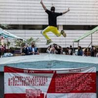 Hong Kong, orde di turisti a caccia scatti da instagram opprimono gli abitanti: la pazienza è al limite