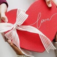 San Valentino, 'l'amore pigro' ai tempi dei social