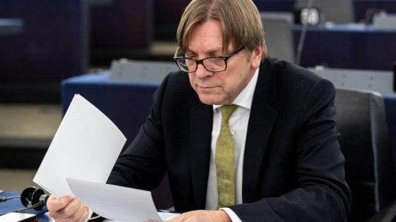 """Verhofstadt attacca Conte: """"Burattino di Salvini e Di Maio"""". Il premier replica: """"Burattino chi risponde a lobby"""""""
