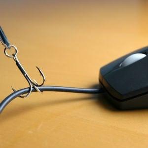 Rc auto: Ivass segnala un sito di polizze false, assicurazionifast.com: Attenzione, è ancora online
