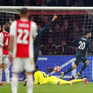 Champions, Ajax-Real 1-2: Benzema più Asensio, i blancos ipotecano i quarti