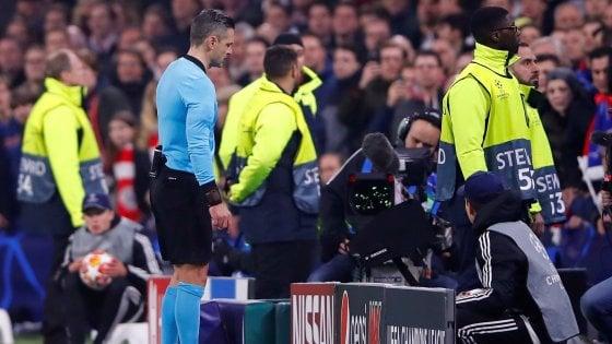 La Var debutta in Champions, l'Uefa su Twitter spiega perché il gol è stato annullato