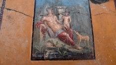 Eccezionale scoperta a Pompei: riaffiora l'affresco di Narciso che si specchia nell'acqua