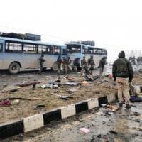 Kashmir, attacco ai militari indiani: almeno 40 morti