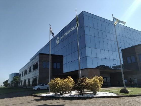 Nella fabbrica brasiliana di Motorola: uno smartphone dalla scheda madre all'imballaggio