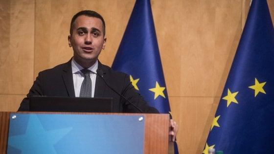 """Europee, Di Maio frena sui gilet gialli: """"No a chi parla di violenza"""". E presenta 4 partner per il voto"""
