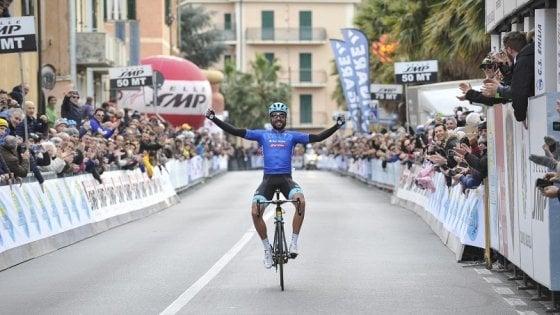 Ciclismo, Velasco vince il Laigueglia dopo una fuga di 40 km