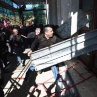 Albania, opposizione in piazza a Tirana: assaltata la sede del governo